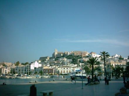 Ibiza Stadt mit Blick auf die Burg - Hafen Ibiza Stadt