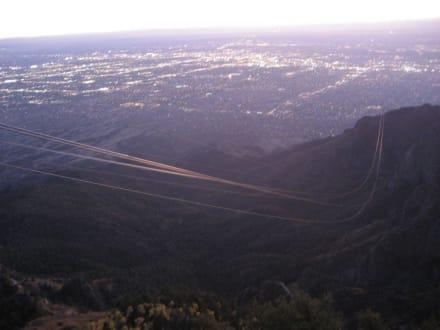 Atemberaubend - ob die Seile halten? - Sandia Peak