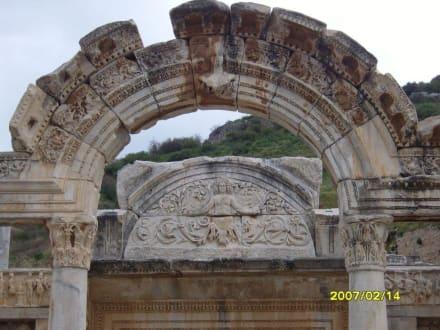 Der Bogen vom Hadrin tempel! - Antikes Ephesus
