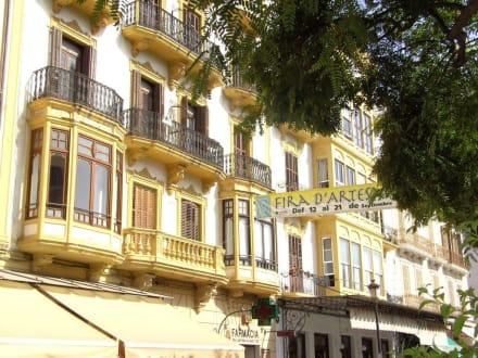Eine weitere schöne Fassade - Paseo de Vara de Rey