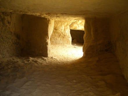 """""""Hippiehöhlen"""" in Matala - Höhlen von Matala"""