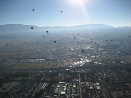 Blick aus dem Ballon auf den Sandia - Sandia Peak