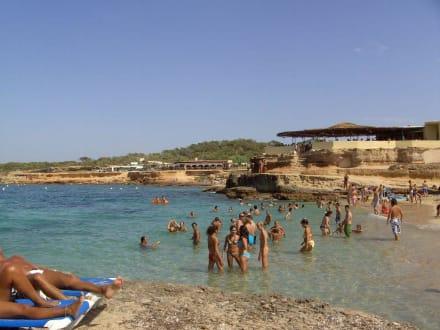 Blick auf einen Strandabschnitt - Cala Comte