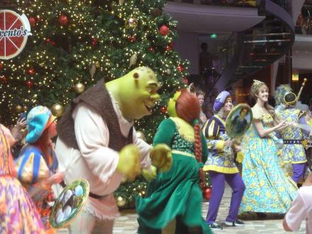 Disney Parade - Oasis of the Seas