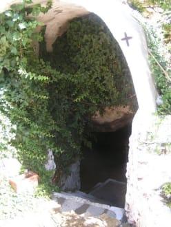 Eingang zur Grotte - Kloster Agios Panteleimonas