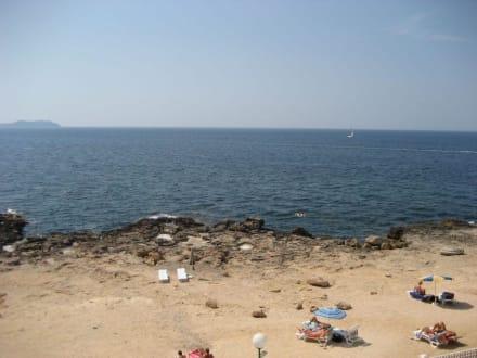 Felsiger Strand - Cafe del Mar