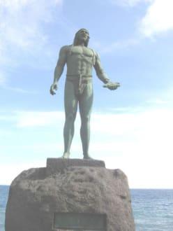 Guanchen Statuen. Romen - Statuen der Guanchenkönige