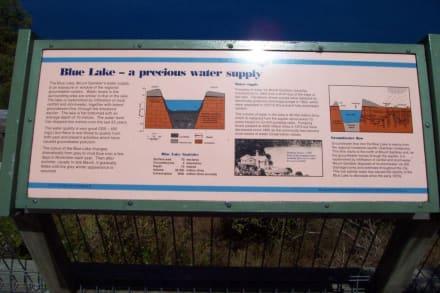 Informationstafel am See - Blue Lake