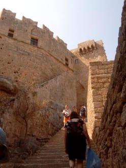 Blick auf die Johanniterfestung in Lindos - Akropolis von Lindos