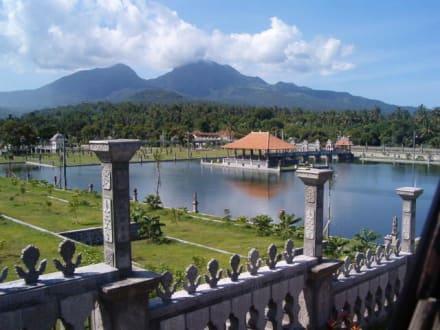Schwimmender Palast - Tirtaganga Royal Pools /  Wasserpalast Taman Tirta Gangga