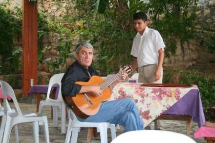 Musikuntermalung beim Fischessen - Narlikuyu
