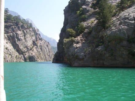Auf dem Manavgat Stausee, genannt Green Canyon - Oymapinar Baraji/ Stausee Green Lake & Green Canyon