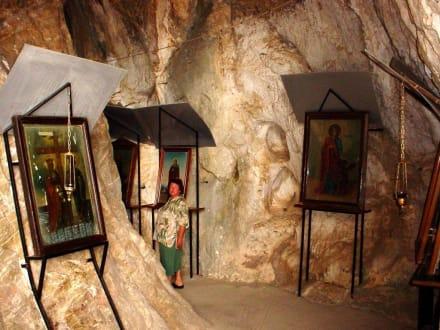 Wertvolle Schätze - Höhlenkirche