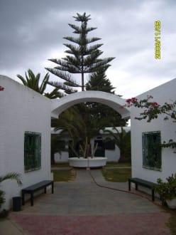 Eingang zum  Innenhof des Reitstall's - Reitstall des Hotel Le Sultan