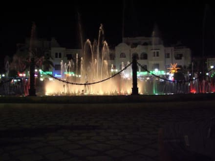 Der Stadtbrunnen im Zentrum Port el Kantaoui - Brunnen