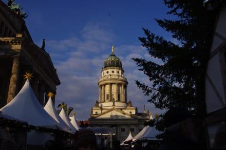 Weihnachtsmarkt vor toller Kulisse - Weihnachtsmarkt am Gendarmenmarkt Berlin