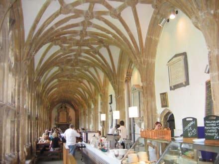 Ein Cafe gehört zu jeder Kathedrale - Wells