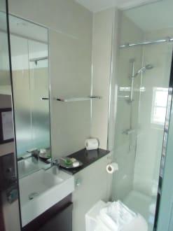 minibad mit dusche raum und m beldesign inspiration. Black Bedroom Furniture Sets. Home Design Ideas