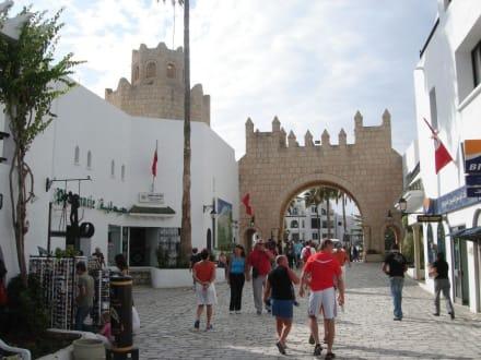 """Tor"" zur Altstadt - Yachthafen Port el Kantaoui"