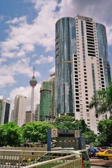 Fernsehturm in der Ferne - Menara Kuala Lumpur (Fernsehturm)