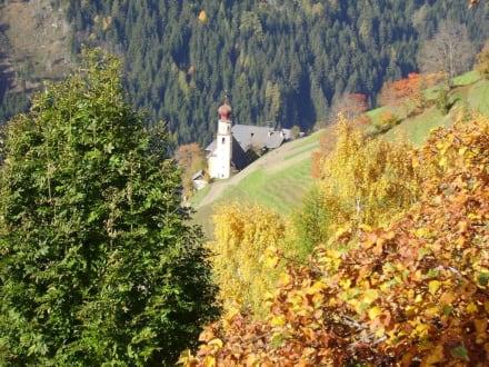 Kirche im Weiler - Wandern St. Vigil in Enneberg