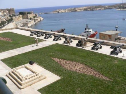 Kanonenschießen auf Malta - Upper Barrakka Gardens