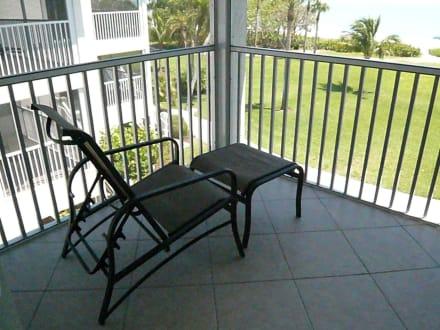 balkonsessel bild hotel casa ybel resort in sanibel florida usa. Black Bedroom Furniture Sets. Home Design Ideas