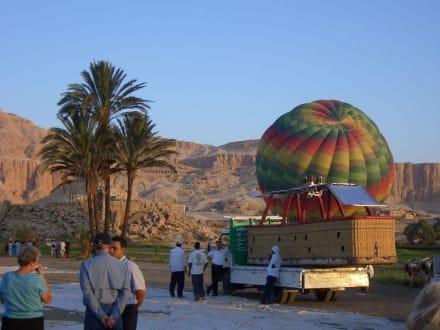 Ratlosigkeit, der Wind steht schlecht - Ballonfahrt Luxor