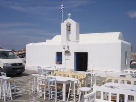 kleine Kirche am Hafen von Noussa - Hafen Naoussa
