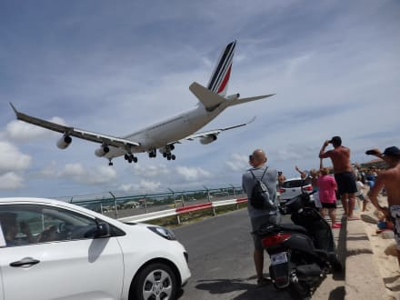 A340 von Air France - Maho Beach