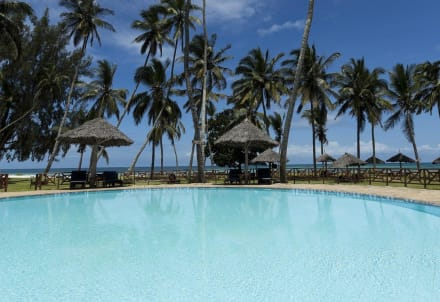Pool & Sea View -