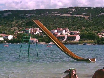 Wasserrutsche am Strand Trincel - Strand Trincel