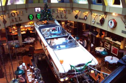 Elvis Strassenkreuzer über der Bar - Hard Rock Café Sydney (existiert nicht mehr)