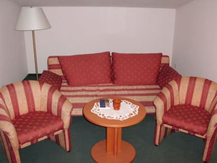 Sitzecke (mit Schlafcouch) - Aparthotel Villa Osada