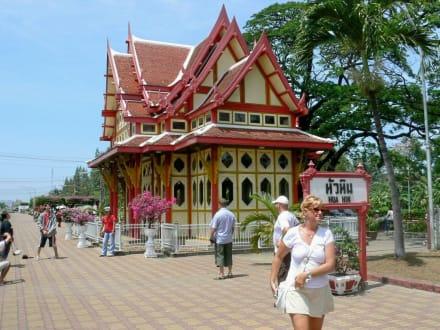 Der Wartesaal des Königs am Bahnhof von HuaHin - Historischer Bahnhof von Hua Hin
