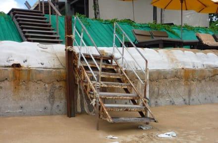 Die Treppe zum Strand - Hotel Chong Fah Beach Resort