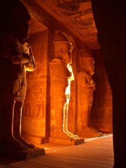 Abu Simbel erwacht - Tempel von Abu Simbel