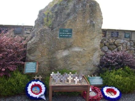 Denkmal für die Gefallenen der Kriegszeit - Spitfire & Hurricane Memorial Museum