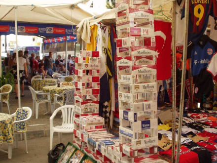 Verkaufsstand mit Zigaretten - Markt