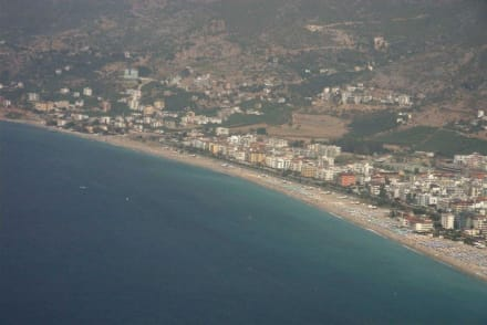 Blick von der Burg Alanyas auf den kleopatrastrand - Strand Kleopatra/Strand Damlatasch