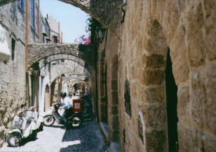 Typische kleine Gasse - Altstadt Rhodos Stadt