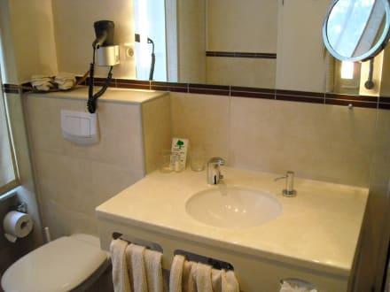 badezimmer bild hotel strandvilla janine in borkum niedersachsen deutschland. Black Bedroom Furniture Sets. Home Design Ideas