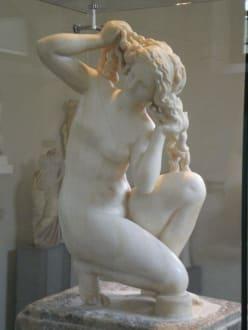 Statue einer Frau - Archäologisches Museum