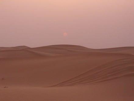 Sonnenuntergang in der Wüste Dubais - Wüstentour Dubai