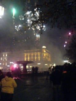Die Häuserzeile neben der Alten Oper. - Platz vor der Alten Oper