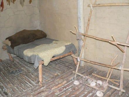 Schlafstelle - Archäologisches Freilichtmuseum Groß-Raden (altslawischer Tempelort)