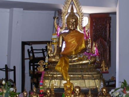 Buddha im inneren des Buddhas - Weisser Buddha