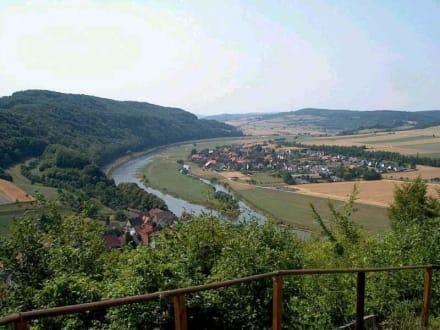 Blick vom Weinberg auf die Weserschleife - Weserbergland
