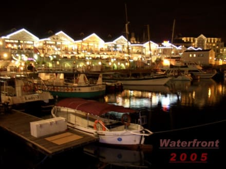 Waterfront am Abend - Alfred & Victoria Waterfront