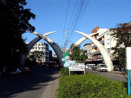 Stoßzähne - Mombasa Wahrzeichen